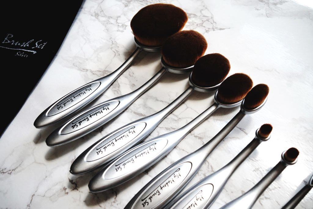 Andrea Ewanishan, lifestyle blogger from Calgary, reviews the oval makeup brush set from My Makeup Brush Set & how she uses it.