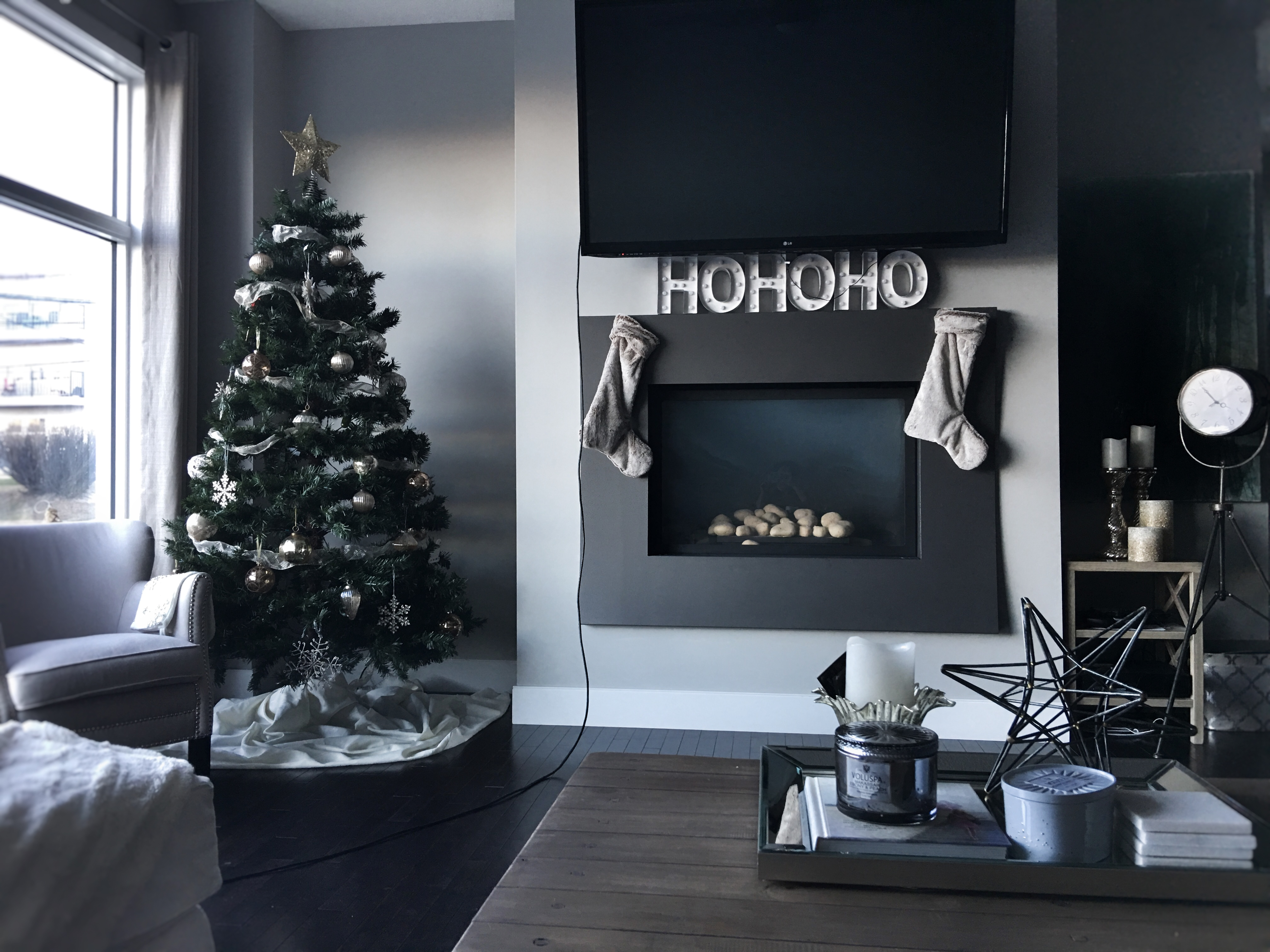 calgary based blog shares her holiday decor everything christmas decor is up on the blog today. Black Bedroom Furniture Sets. Home Design Ideas