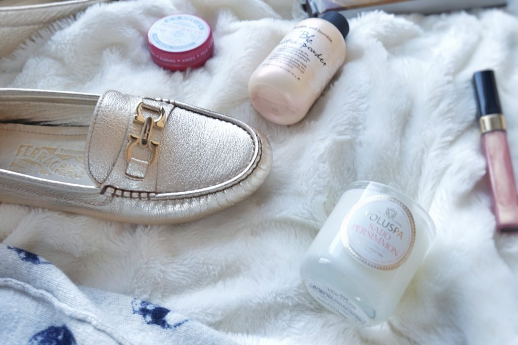Calgary based blog shares a holiday Gift Guide for Her. Drea Marie is sharing this years favs that are sure to make any girl smile.