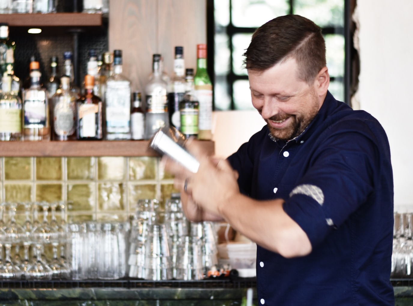 UNCLE GEORGE'S GIN AND TONIC -- Drea Marie shares how to mix up THE BEST summer cocktails! Packwood grand is the event of the summer. Check it out!!!