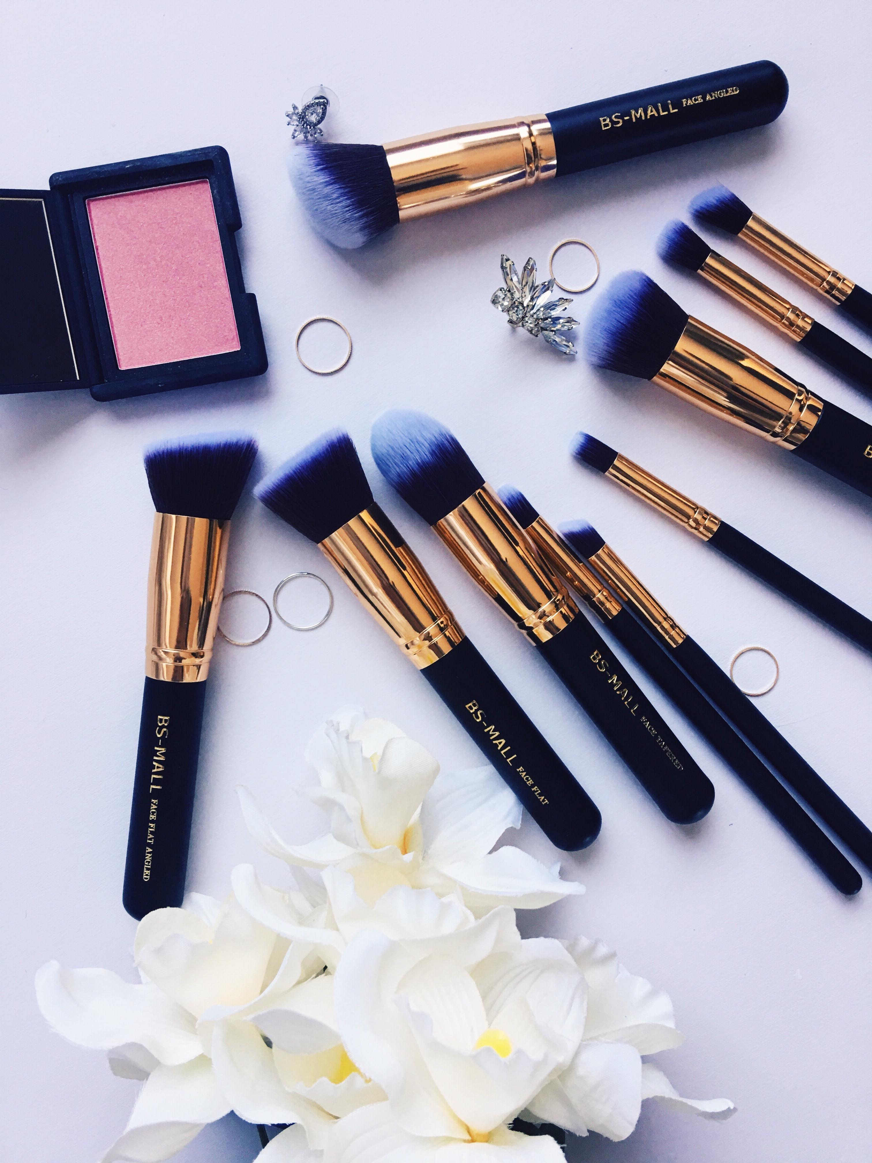 Drea Marie shares what types of makeup brushes you actually need! No more staring aimlessly at Sephora's 100+ kinds. CLICK HERE.