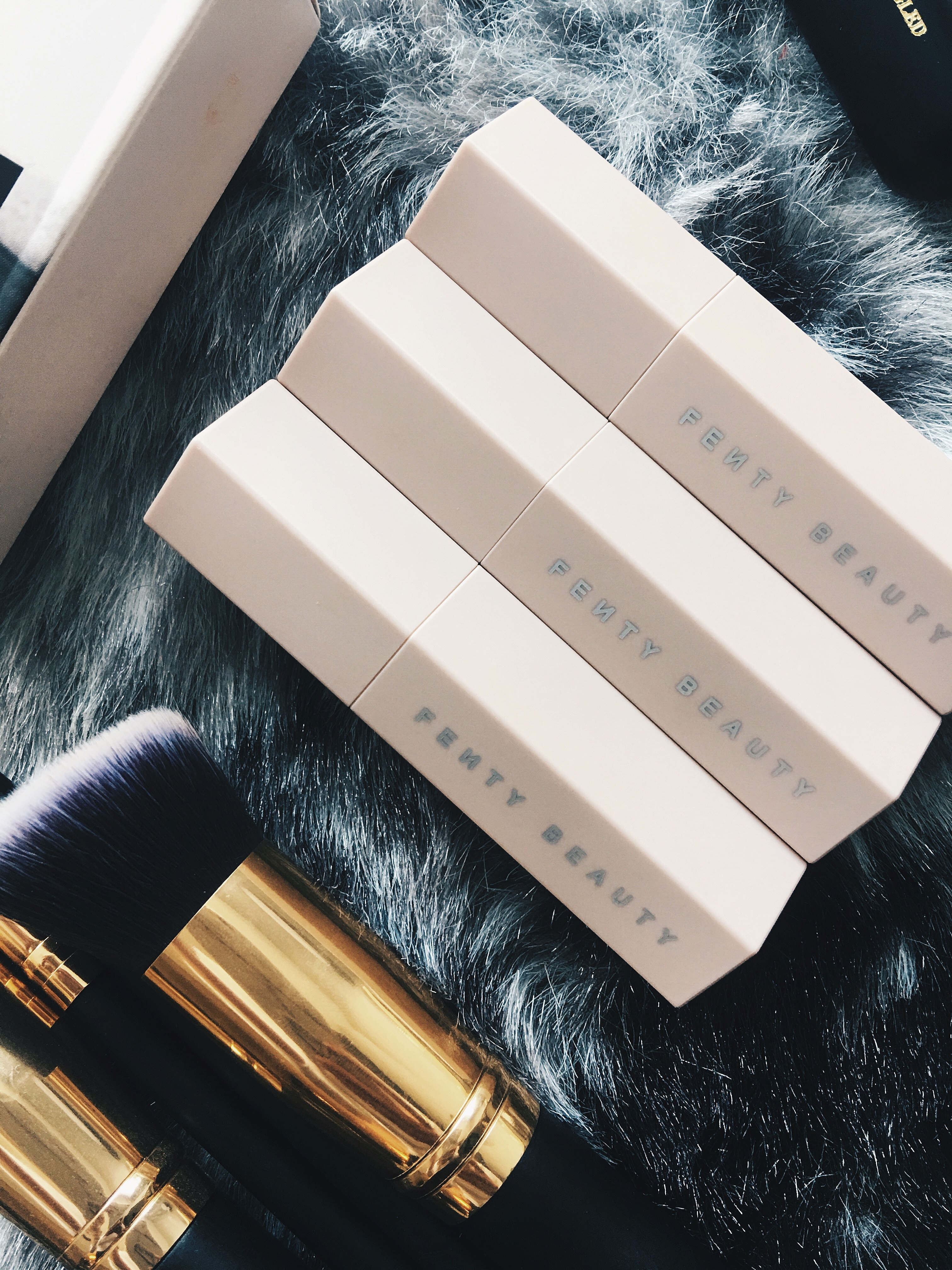 Drea Marie shares her FENTY BEAUTY MATCH STIX TRIO LIGHT REVIEW! GAHHH I have so much to share. Natural contour? YES. CLICK HERE.